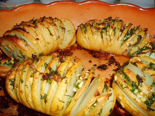 запеченная картошка с чесноком и сыром в духовке